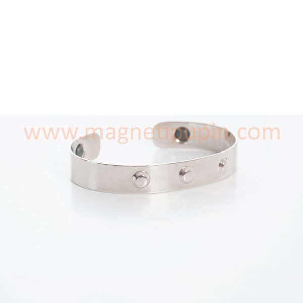 Bracelet with medical magnets